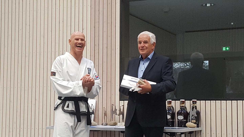 Schirmherr Rainer Stickelberger spricht über seine 12-jährige Mitgliedschaft beim Taekwon- Do Center Dreiländereck.