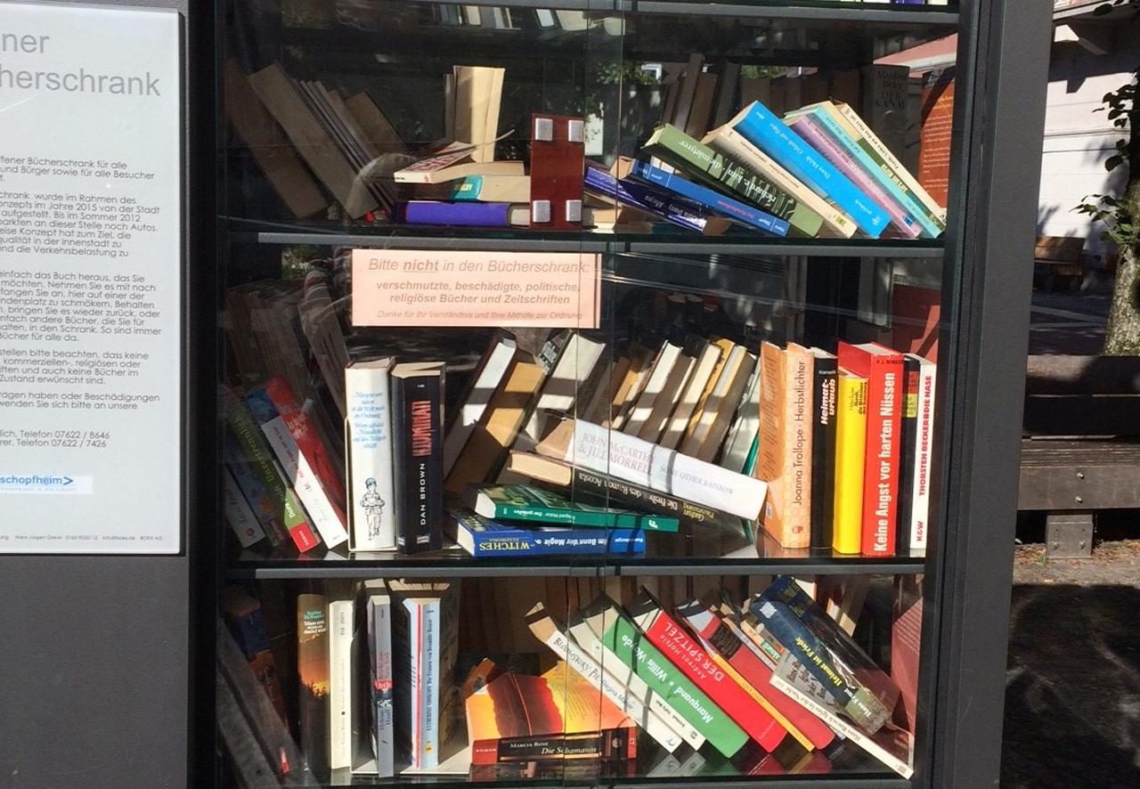Bücherklau und Unordnung - Paten appellieren an die Nutzer - meinWiesental / Kommunales