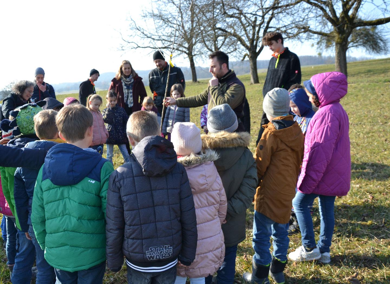 Baumpflanzaktion mit Schulklasse - meinWiesental / Kommunales